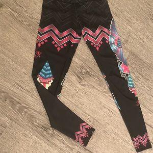Onzie XS tribal print leggings